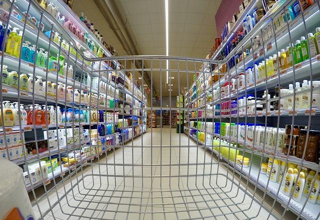 Come vengono sistemati i prodotti sugli scaffali dei supermercati?